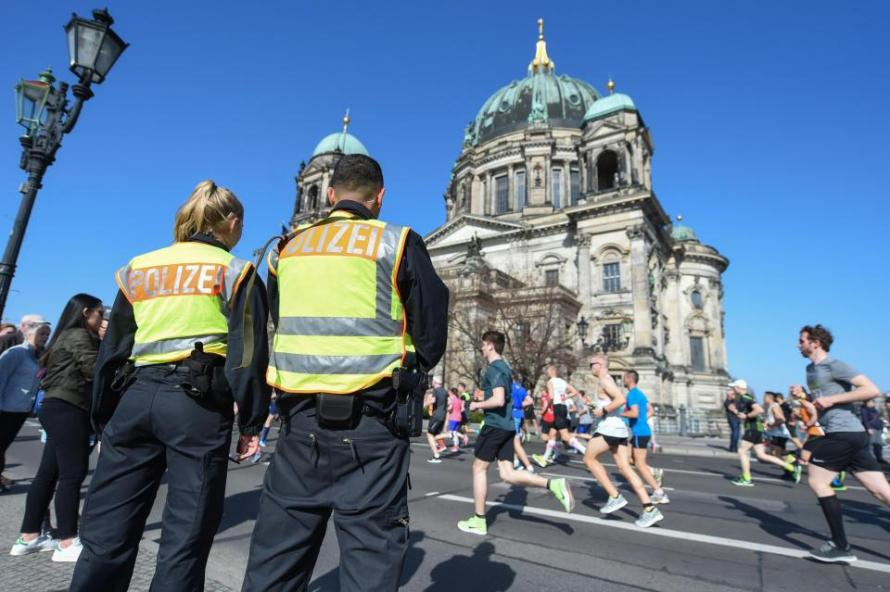 "German Police Foil ""ISIS-Style"" Knife Attack On Berlin Half-Marathon"